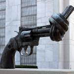 Завязанный на узел пистолет  [Нью Йорк, США]